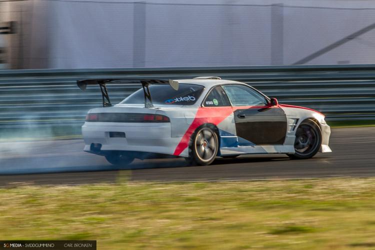 År etter år, nye biler. Dette er Chris Adolfsen sin nye bil - en Nissan 200sx s14. Det blir spennende å se hvordan han utvikler seg i nye bilen med mye mindre motor enn hans gamle V8 beist.