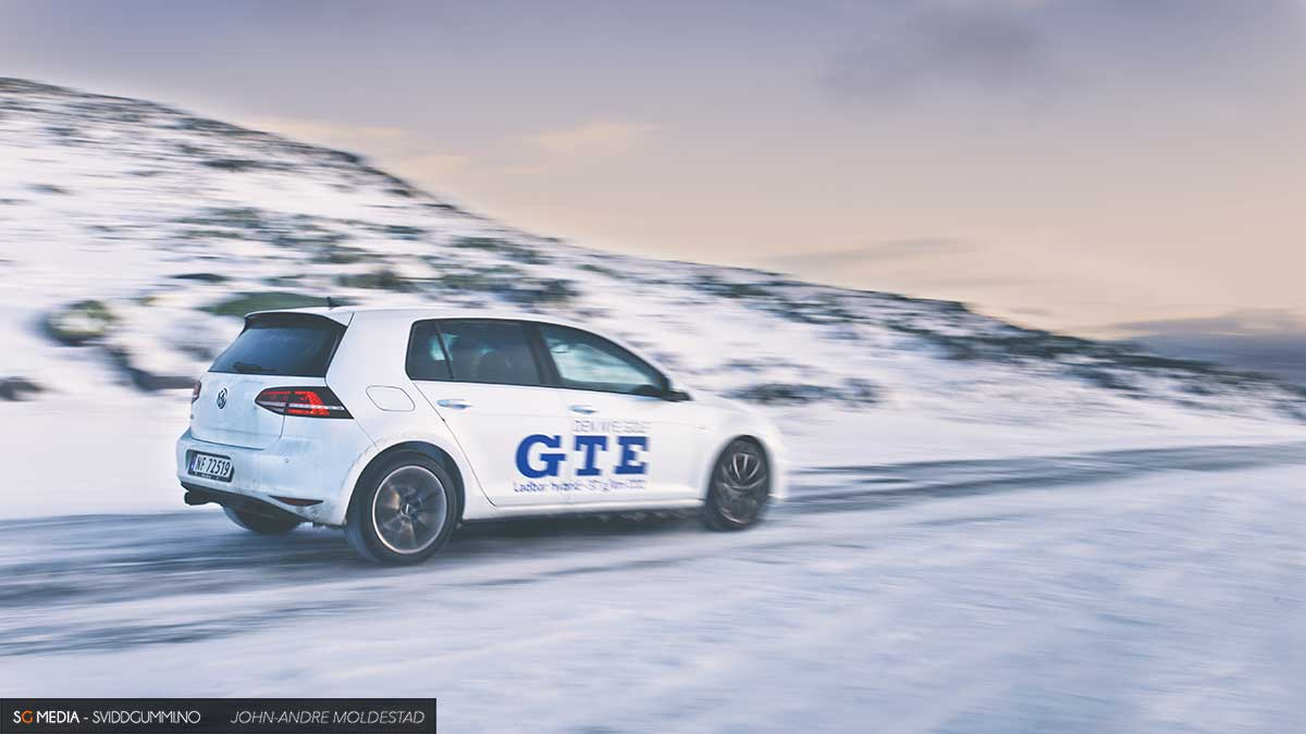 Vw-Golf-GTE-rolling-2